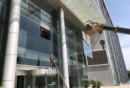 吊车维修幕墙玻璃